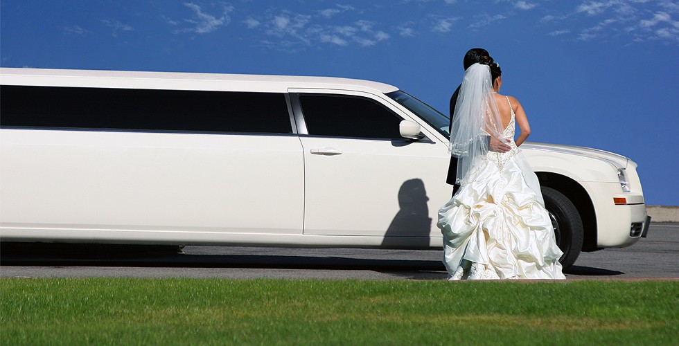 picture a perfect limo for the perfect wedding